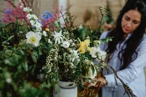 On My Hand flowers and workshops in Tauranga - Shaye arranging large floral piece