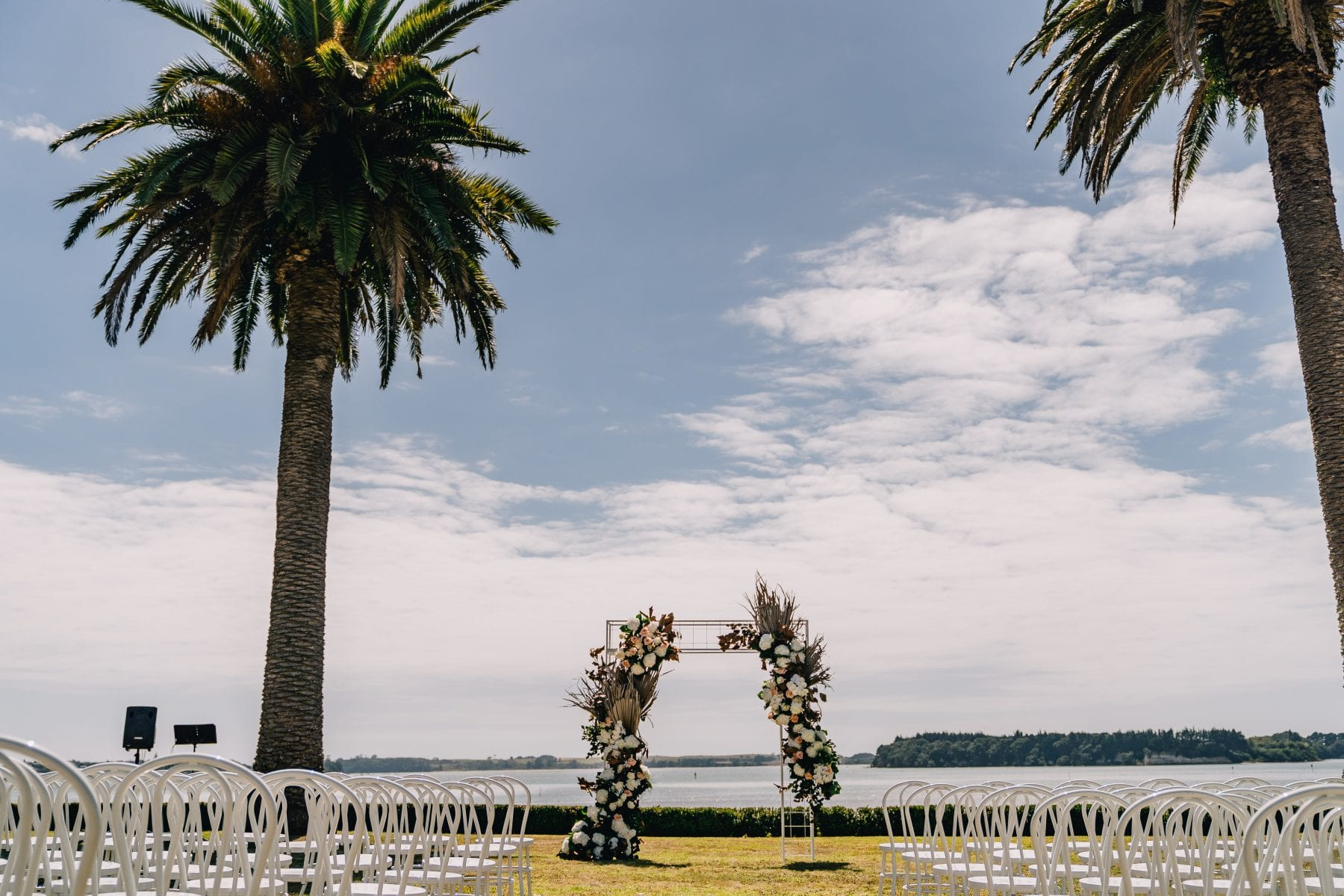 On My Hand Tauranga wedding florist - fresh and dried meets modern - floral arch